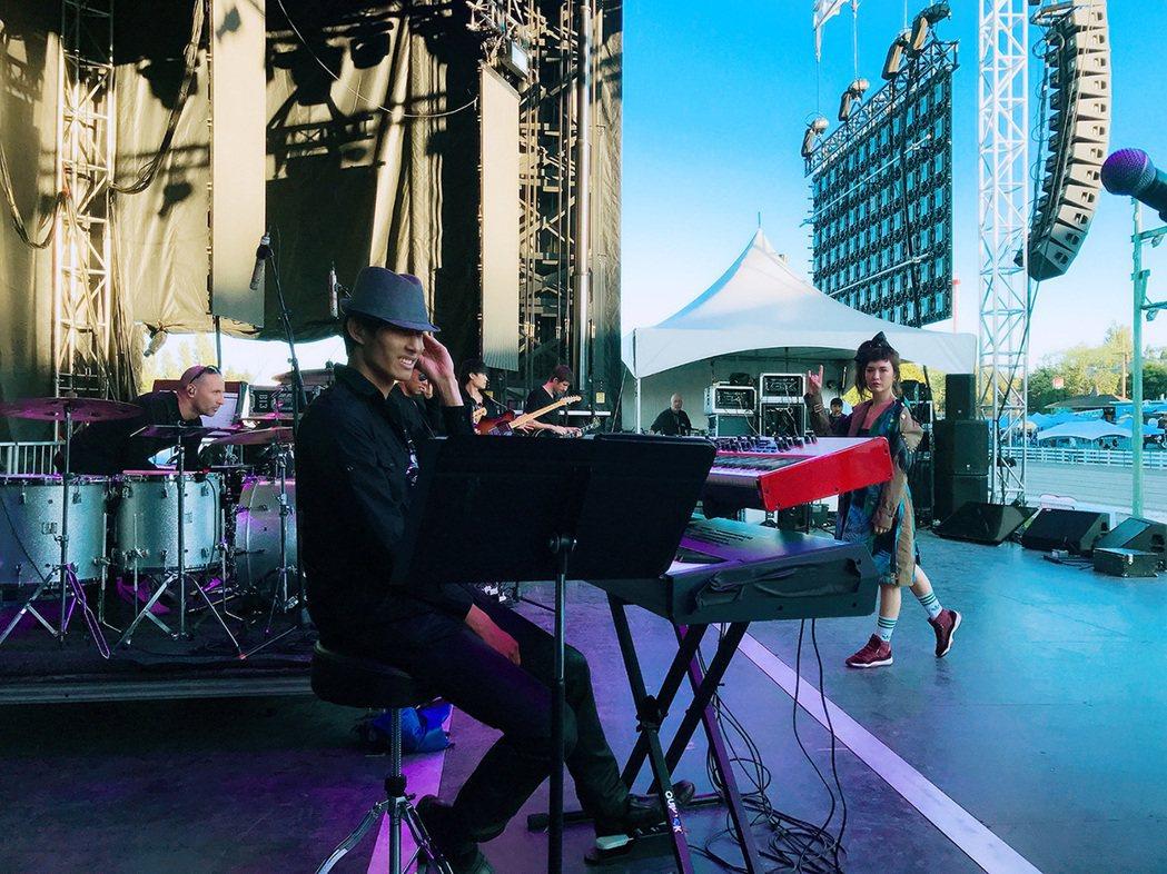 魏如昀(Queen)日前受邀參加「溫哥華海漂音樂節」(Albatross Mus