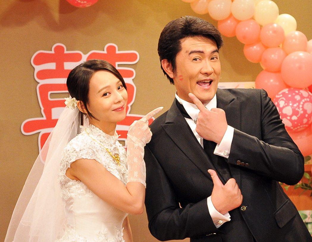 李㼈(右)與孫淑媚在「牡丹花開」中上演結婚戲。圖/台視提供