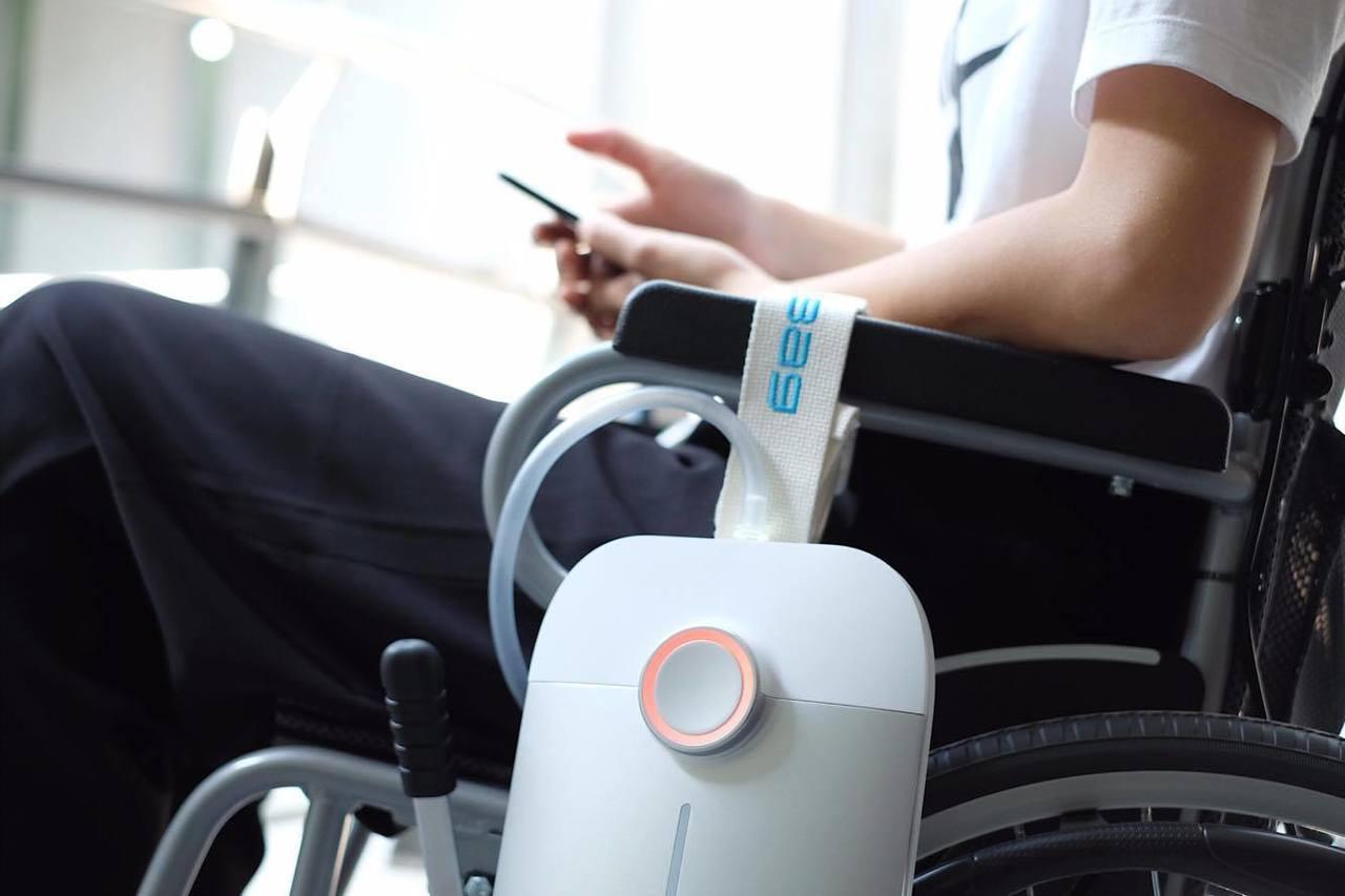 南台科技大學創新產品設計系學生以全球高齡化議題為發想,從許多疾病資料中發現議題,...
