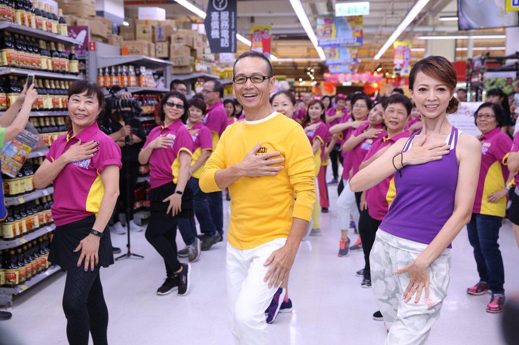 任爸響應世界心臟日,以金克寧銀養心生活運動5撇步展現好活力。圖/台灣雀巢提供