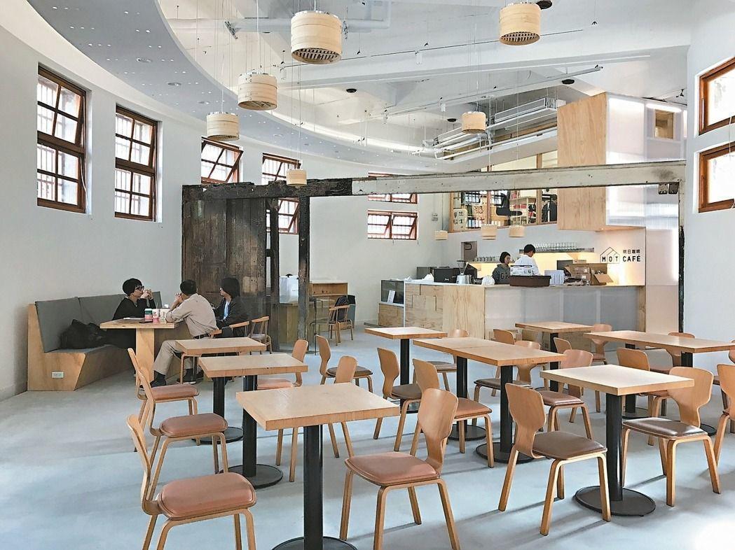 北市市定古蹟新富市場活化後,複合式餐飲空間富含文創新氣息。 圖/台北市產發局提供