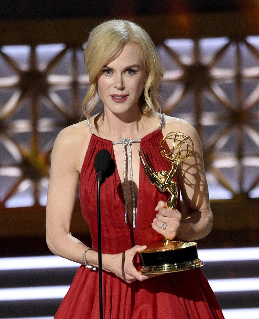 妮可基嫚以「美麗心計」獲得艾美獎迷你影集或電視電影最佳女主角。 圖/美聯社
