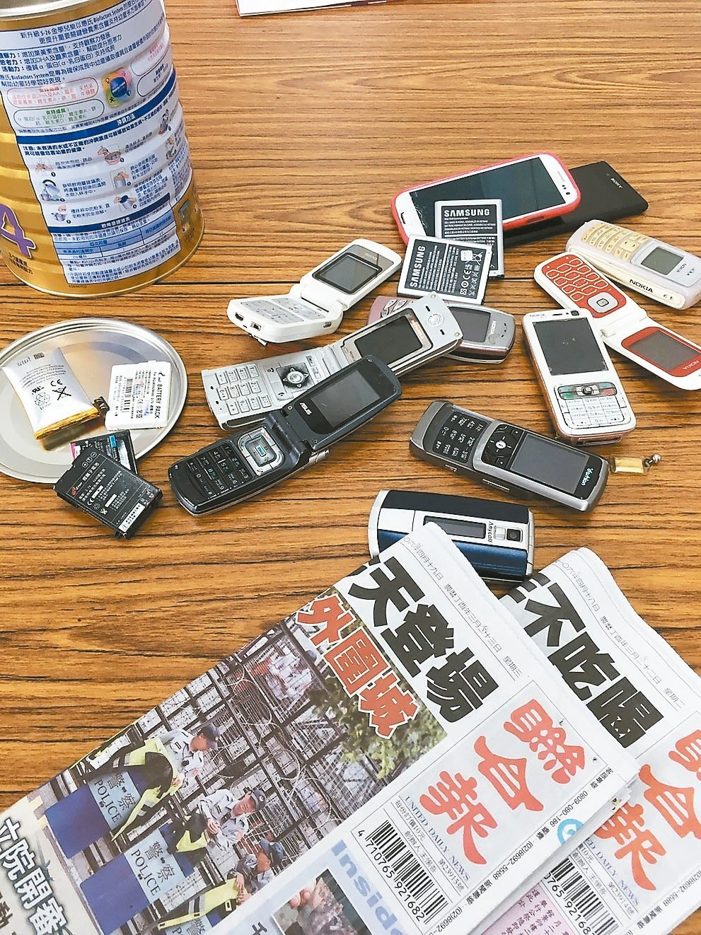 舊手機丟掉太可惜,可以拿來再利用。 資料照片