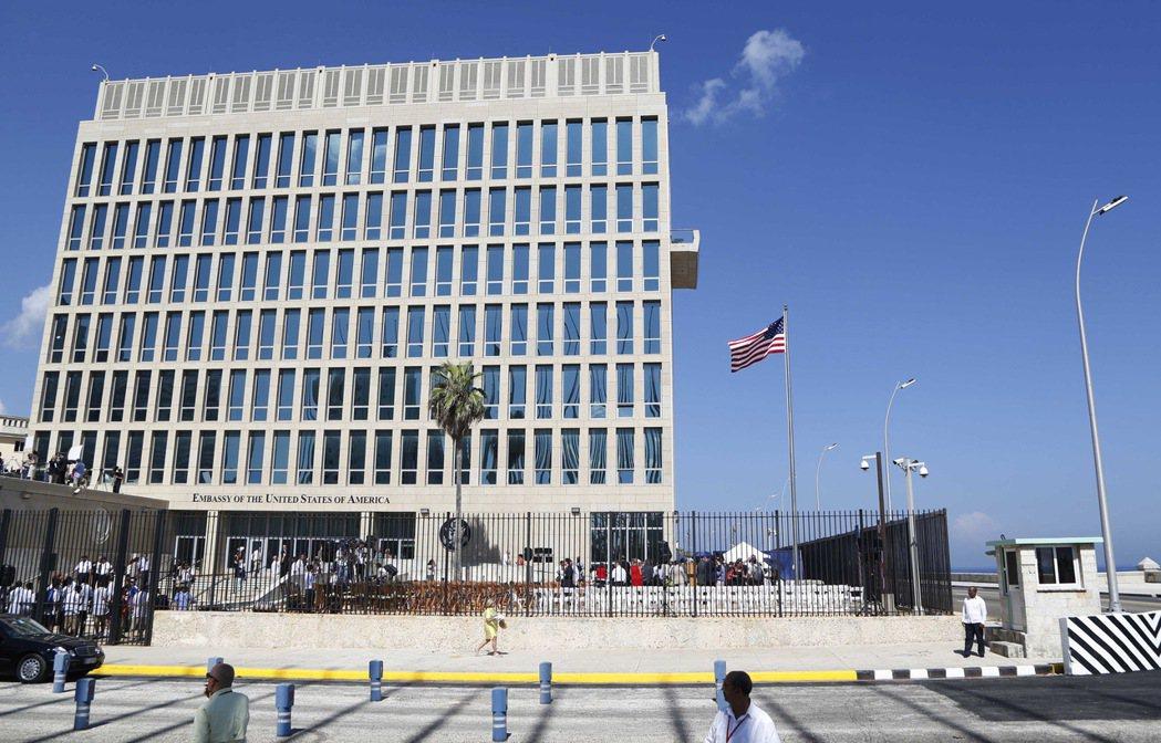 美方表示,哈瓦那大使館於去年發生神秘的聲波攻擊,導致至少16名館員腦部及聽力受損...