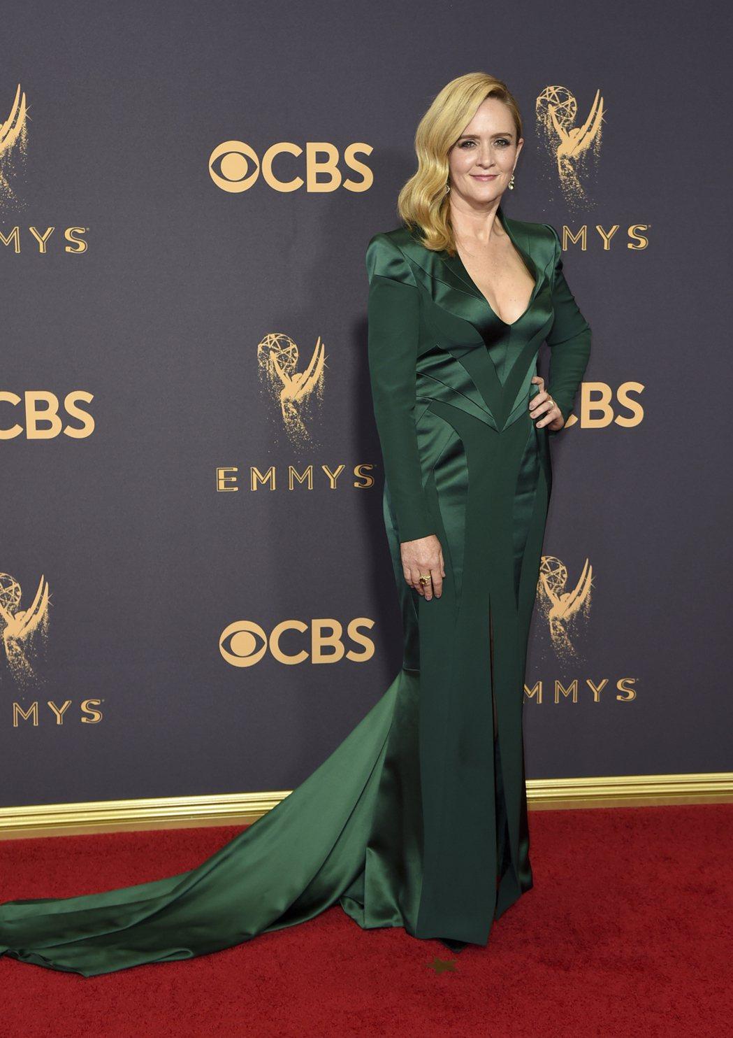 薩曼莎比出席第69屆電視艾美獎紅毯。 圖/美聯社