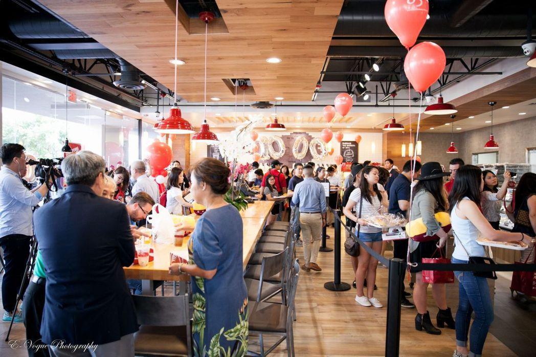 美食-KY旗下品牌以85度C為營運主力,在美國開出全球第1000店。 美食-KY...