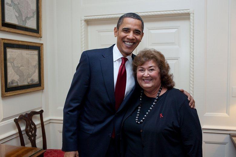 歐巴馬和雷恩懷特的母親合照。 圖/美國白宮官網