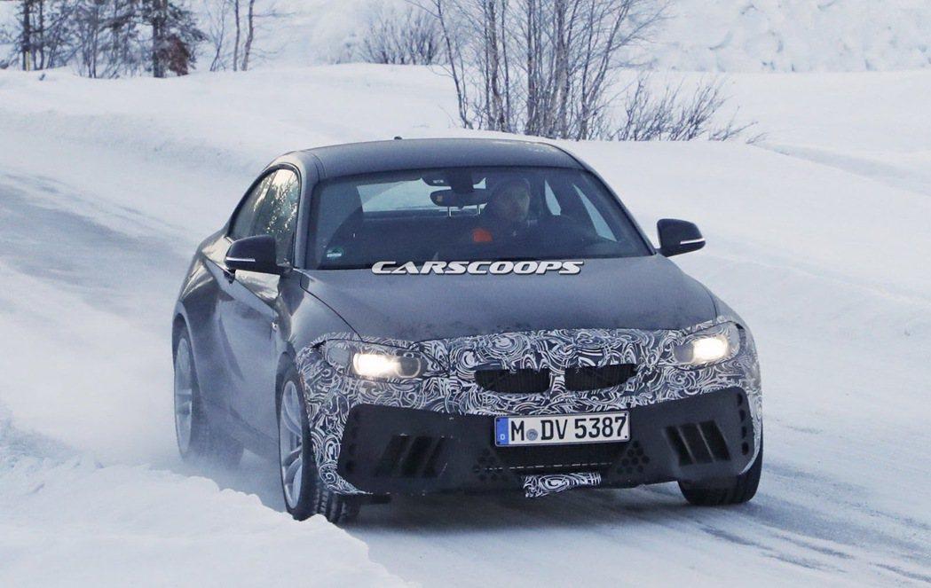 圖為 BMW M2 間諜照。 摘自 Carscoops