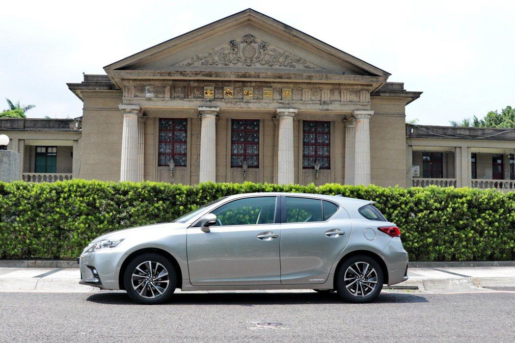 全新小改款Lexus CT200h。 記者陳威任/攝影