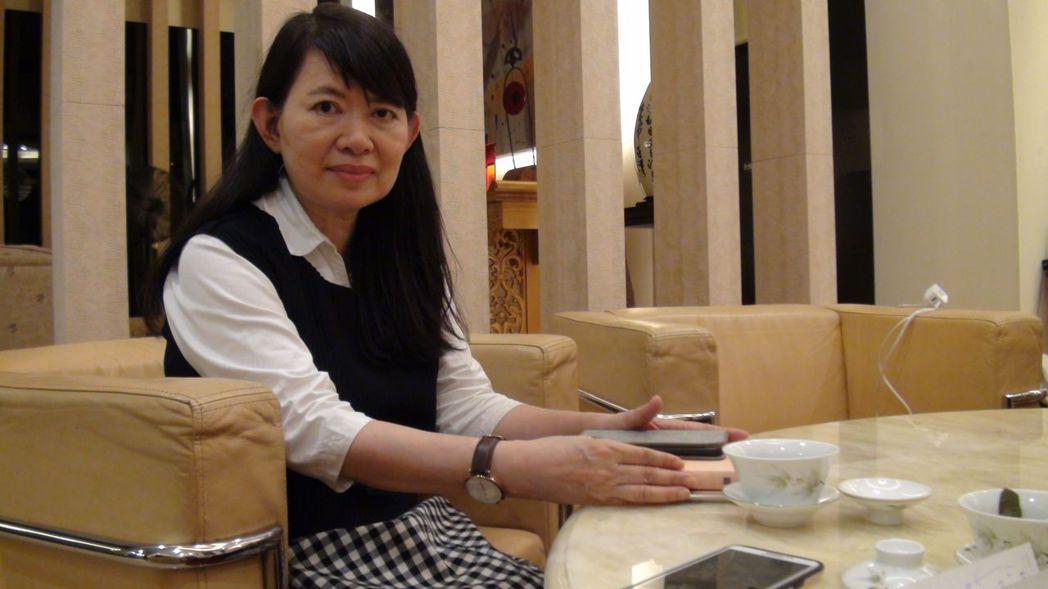 民進黨立委陳明文的妻子廖素惠幫丈夫滅火,表示以「女性同理心,我向張縣長道歉」。 ...