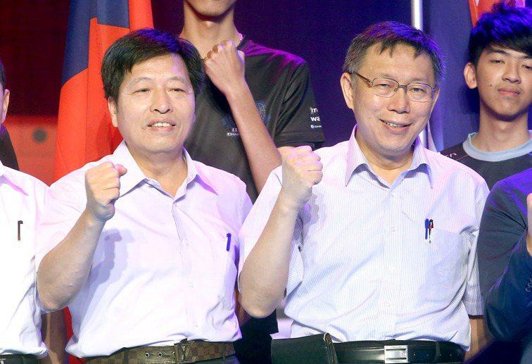 民進黨立委鄭寶清(左)指台北市長柯文哲(右)「比敵人更可怕」,柯回應,「大家不要...