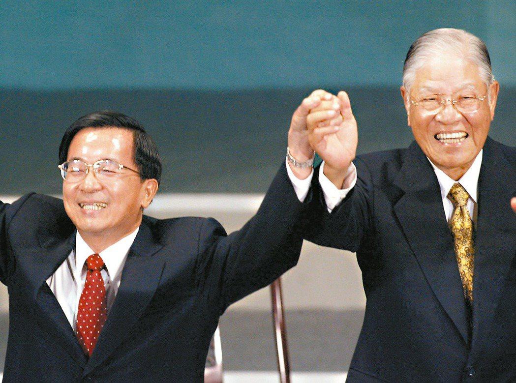 2005年,陳水扁總統在電視專訪中批評前總統李登輝,讓人聯想到兩人形同父子的關係...