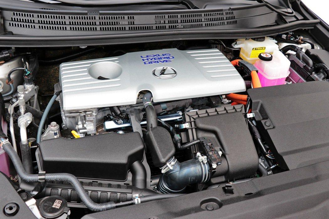 1.8升Atkinson循環直列四缸自然進氣引擎搭配電動馬達之油電混合系統配置。...