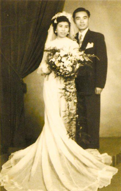 琦君與李唐基結婚照。