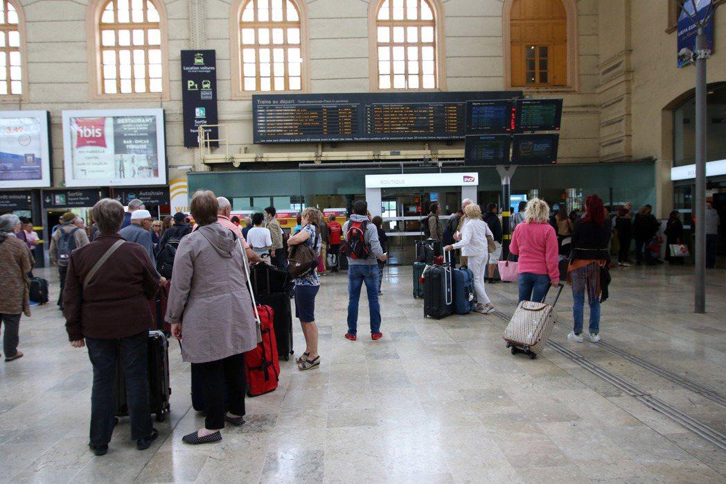 法國馬賽市中心的聖查爾斯火車站。(美聯社)
