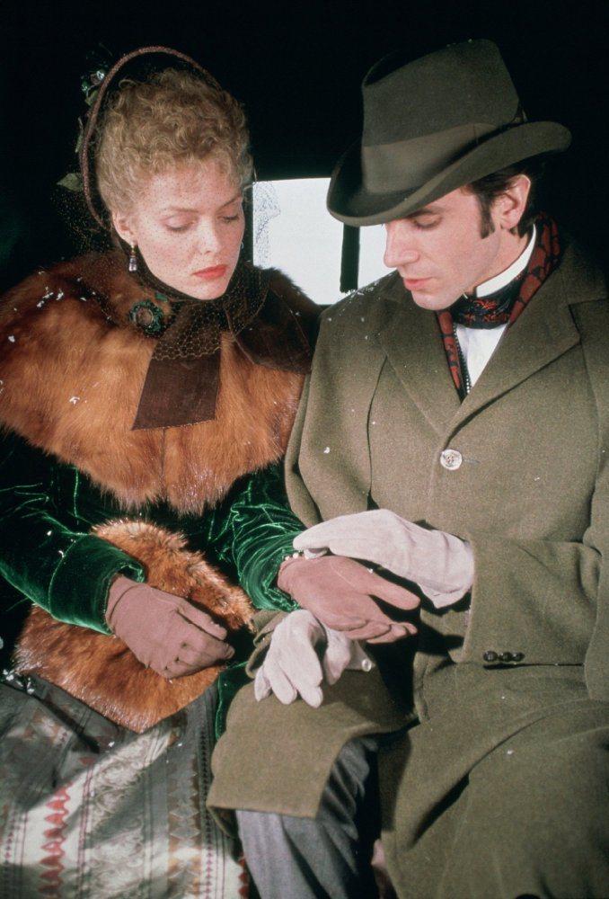 蜜雪兒菲佛與丹尼爾戴路易斯在「純真年代」演出賣力,卻未獲奧斯卡青睞。圖/摘自im