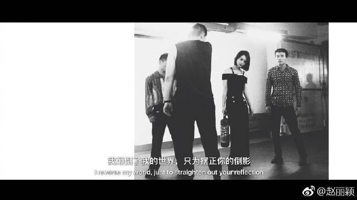 趙麗影po出黑白照,似乎是回應剪髮傳聞。圖/摘自微博