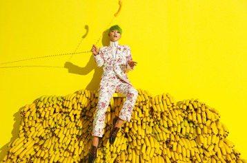 陳志朋將推出原創專輯「千面」,新歌「緬懷」是40歲男子親筆寫下的感情自白,但在藝能江湖打滾這麼多年,難免有「髒水」上身,最近的「還珠格格」陳年舊帳也扯上他,他無奈說:「黑子勿噴。」「還珠格格」是20...