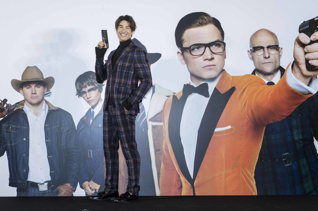 錦榮秀長腿出席「金牌特務:機密對決」首映會。圖/福斯提供