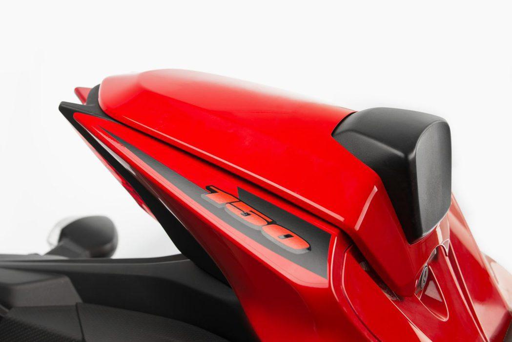 單座蓋(紅/亮黑/消光黑/藍):2,800元。圖/台鈴提供