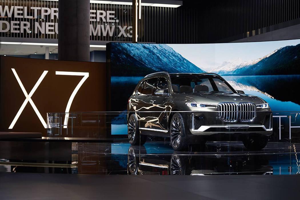 自從BMW X7 Concept正式公開官方廠照後,因為它那特別大的水箱護罩,在...