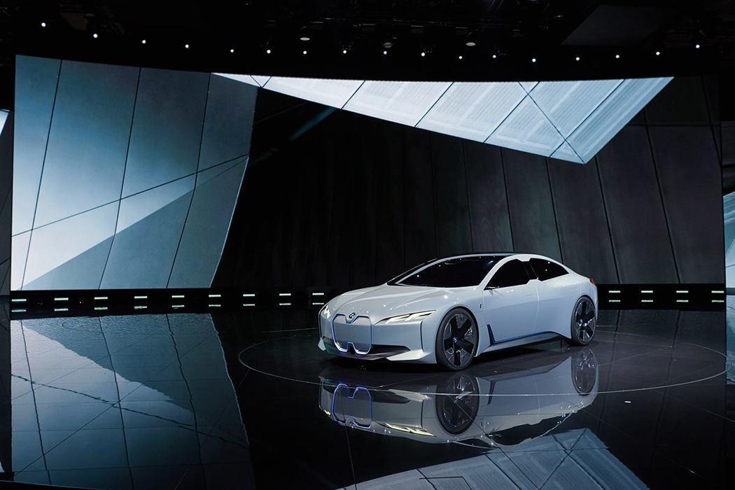 象徵BMW未來概念的i Vision Dynamics。 摘自BMW