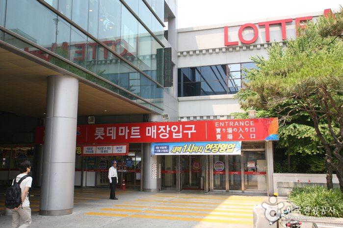 前往韓國首爾血拼必逛景點,位於首爾站的樂天超市以及永登浦樂天百貨,即將在今年底吹起熄燈號。圖/韓國觀光公社提供