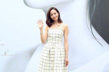 張鈞甯出席Sony 1000X 系列新品發表會,並為大型人物廣告看板揭幕。