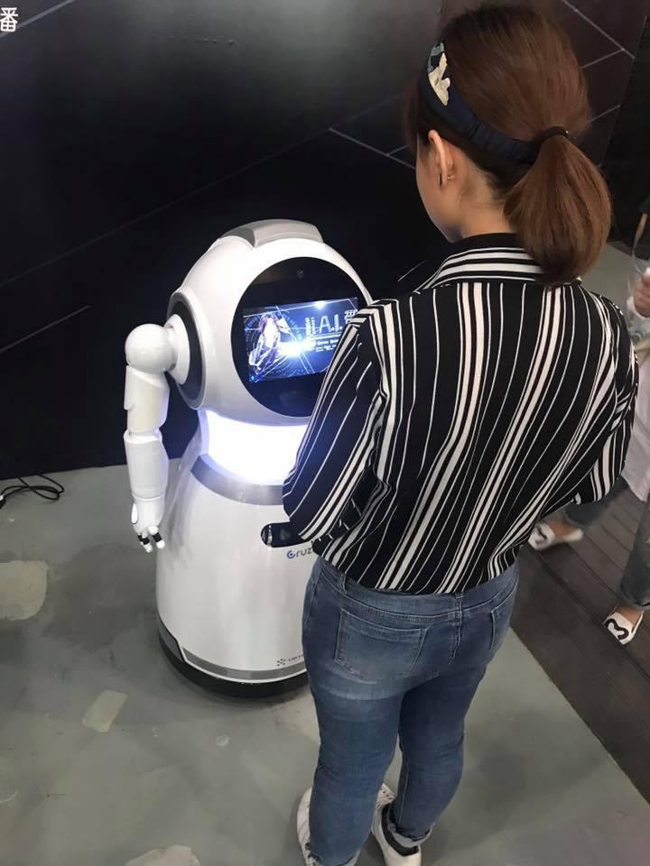 王力宏19日在北京舉行發片記者會,新歌走科技感路線,媒體入場需透過臉部辨識。記者...