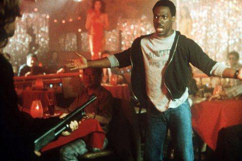1980年代風靡全球的「比佛利山超級警探」,復出波折重重,派拉蒙影業早先已將第4集從檔期表上撤下,然而製片人傑瑞布魯克海默還對拍攝此片興致勃勃,甚至屬意「布魯塞爾黑街日記」導演雙人組阿迪爾艾爾阿比、...