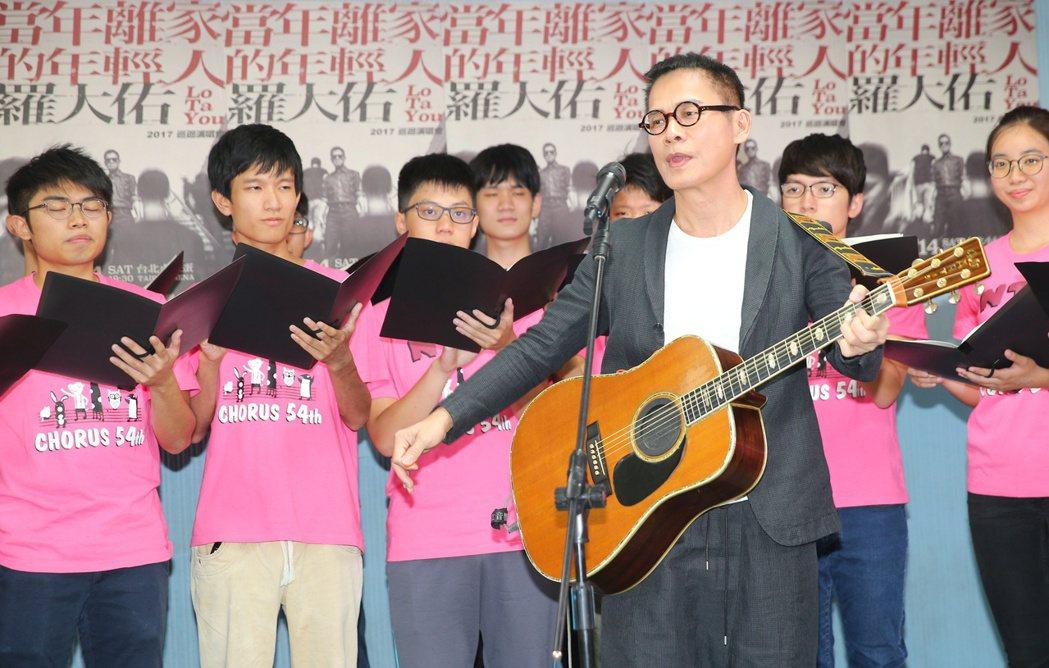 羅大佑中午與台大合作唱團進行演唱會彩排。記者陳正興/攝影