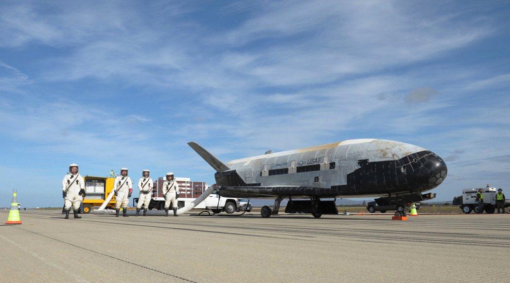 X-37B太空無人機的用途和任務仍是個謎。 美聯社