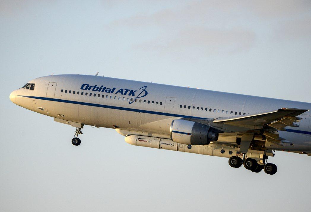Orbital ATK的L-1011飛機從佛羅里達州的卡納維爾角基地起飛。 美聯...