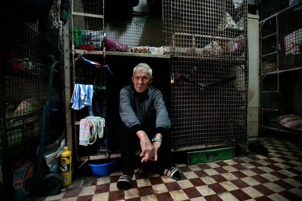 香港當局與非政府組織近日推出「房屋共享計畫」,嘗試解決低收入家庭的住屋難題。圖為...