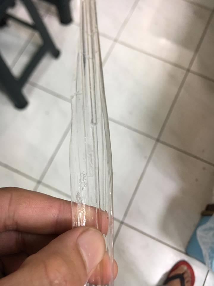 透抽的骨頭和透明塑膠片相似。圖擷自店家粉絲專頁
