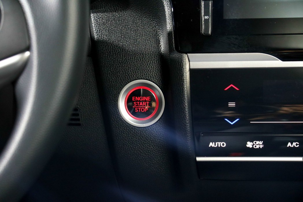 1.5S車款導入Push Start引擎啟閉系統。 記者史榮恩/攝影
