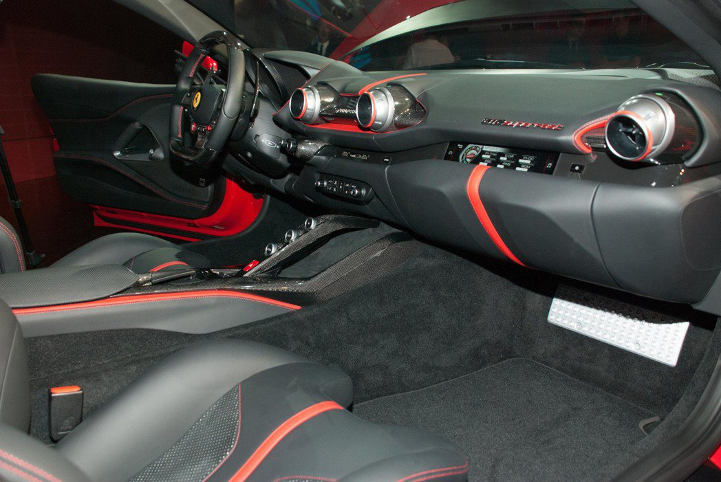 Ferrari 812 Superfast內裝配置。記者林昱丞/攝影