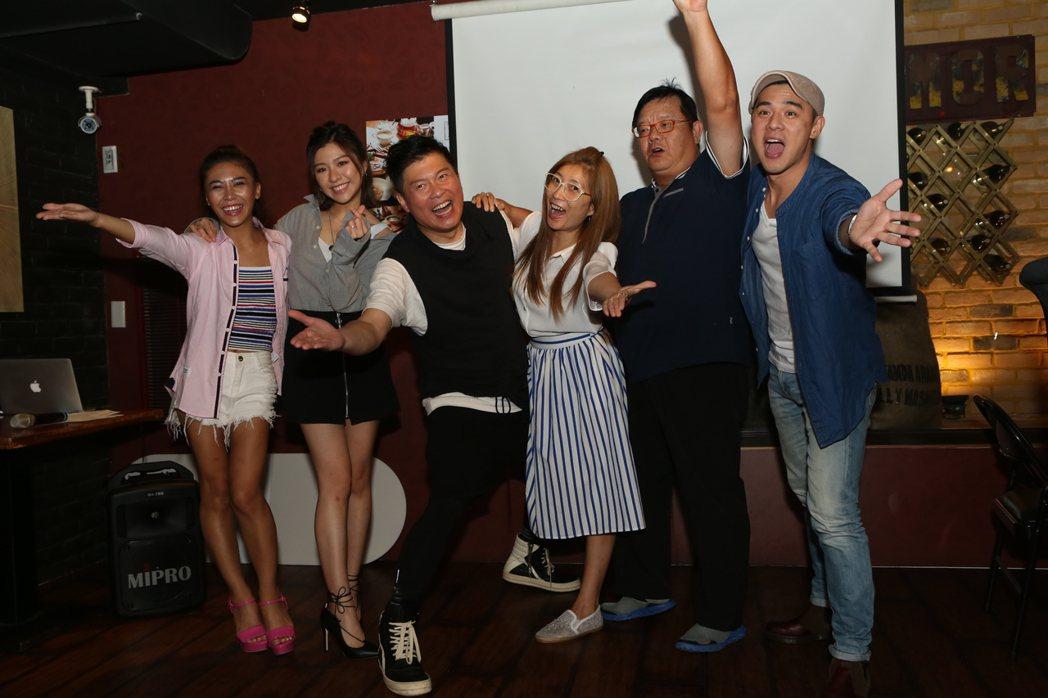 竇智孔(右起)、導演梁志民、黃嘉千、曾國城、關詩敏、艾怡良出席「愛呀,我的媽!」...