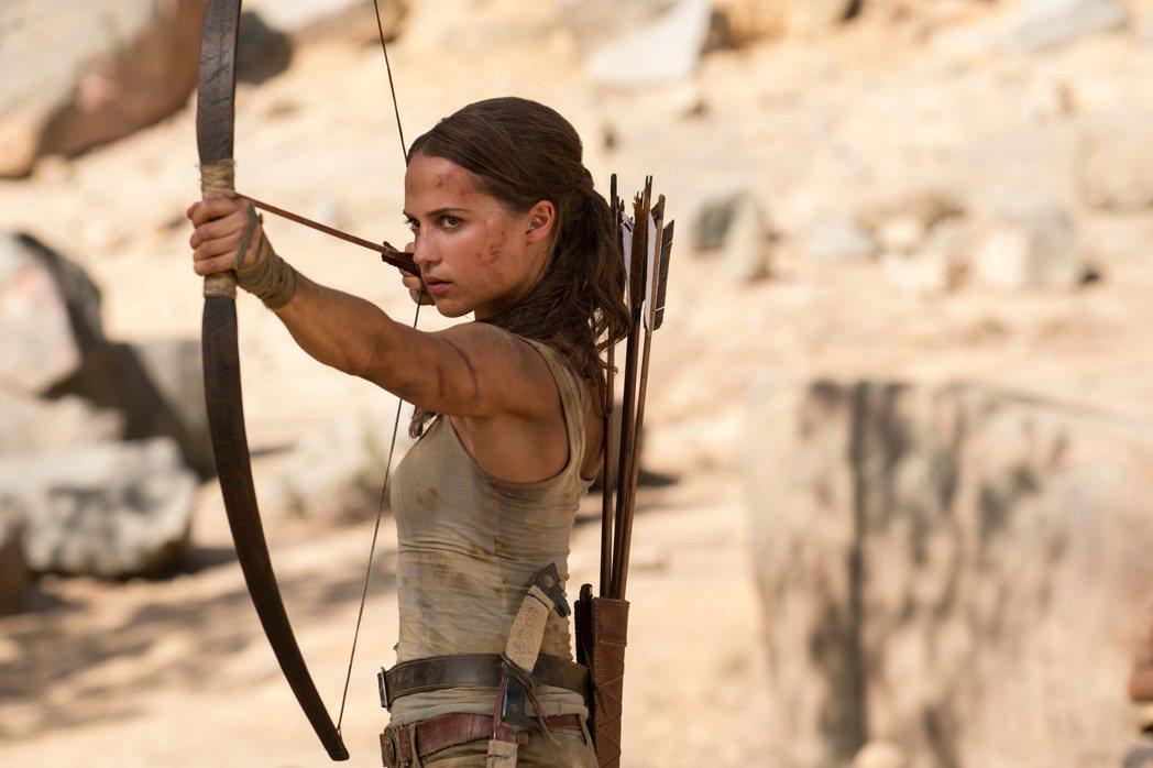 新任「蘿拉」將由瑞典女星艾莉西亞薇坎德飾演。圖/華納提供