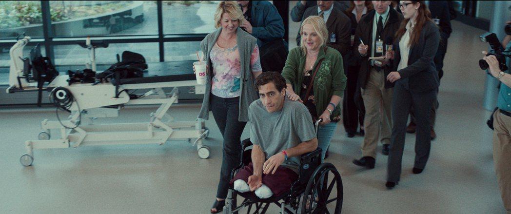 男星傑克葛倫霍在新片「你是我的勇氣」中,演出波士頓爆炸案雙腿截肢的生還者傑夫鮑曼
