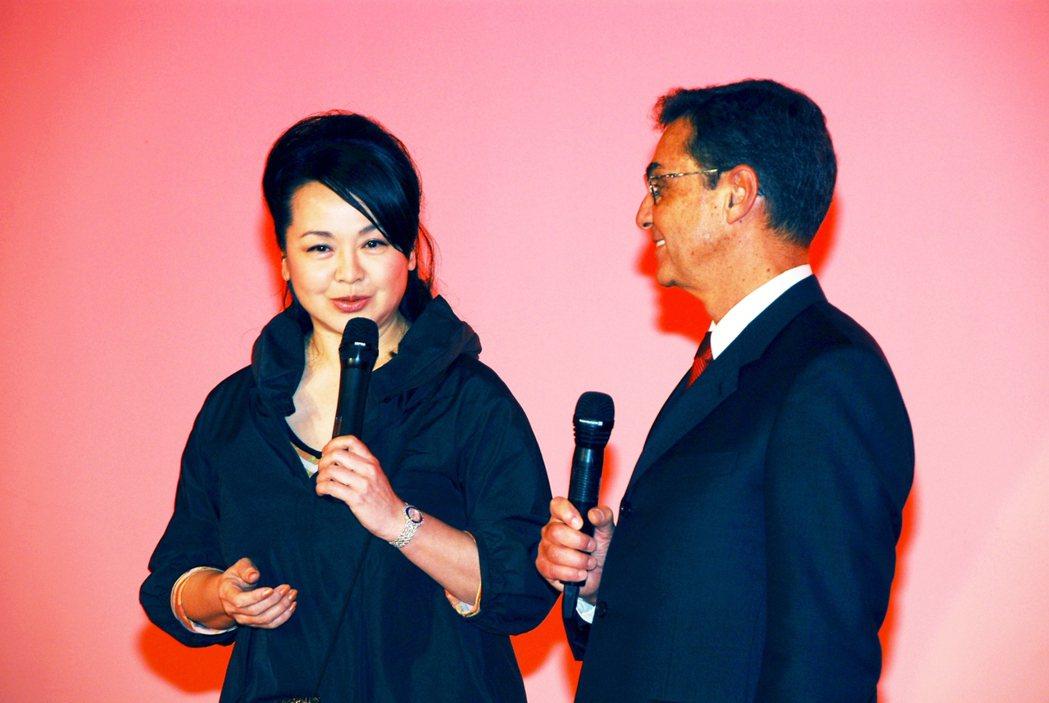 崔苔菁(左)與丁松筠神父交情匪淺。圖/三立提供