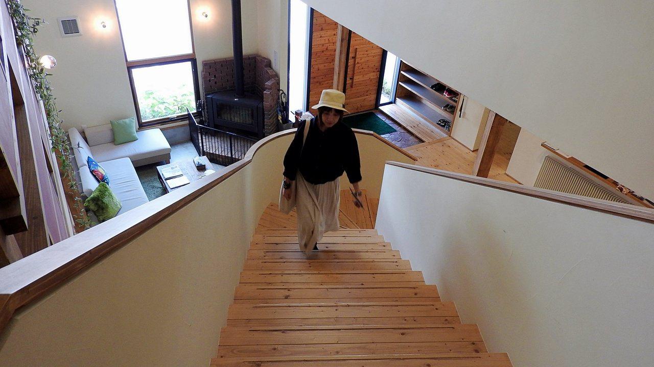 川島旅館改裝翻新,內部裝潢設計以溫暖木質色系為主。記者魏妤庭/攝影