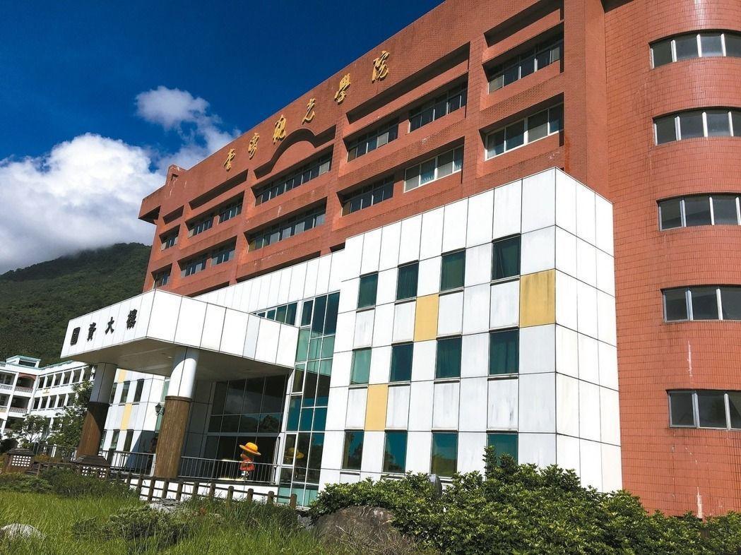 台灣觀光學院有6系停招,教育部及校方安排學生轉學。報系資料照