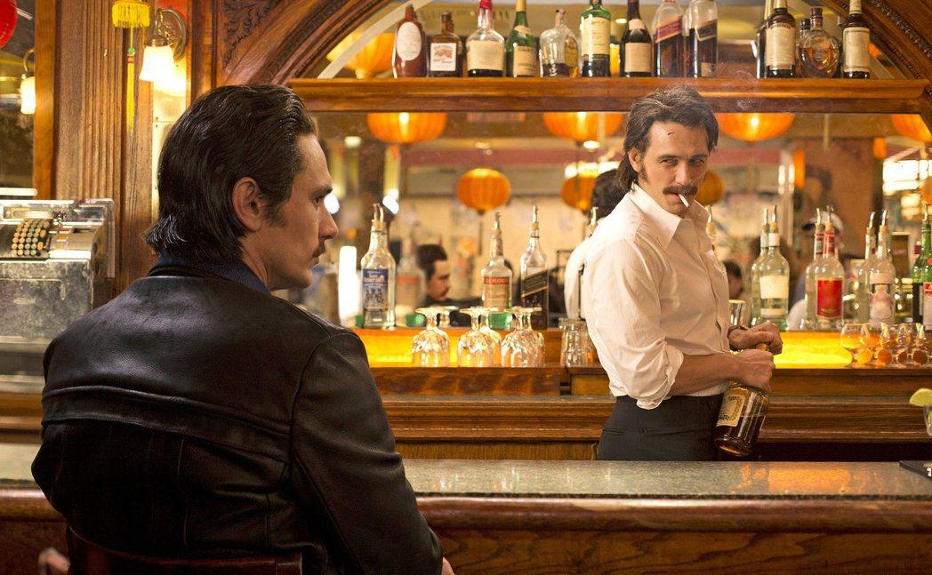 詹姆斯法蘭柯一人分飾雙胞胎兄弟。圖/摘自HBO