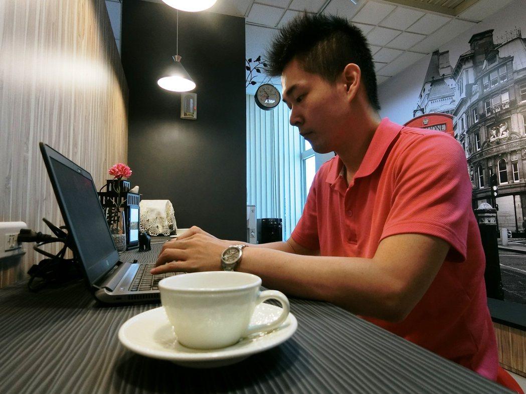 新北市十三處戶所昨起開設「好事咖啡」專區,民眾洽公時可享用免費咖啡。圖/新北市民...
