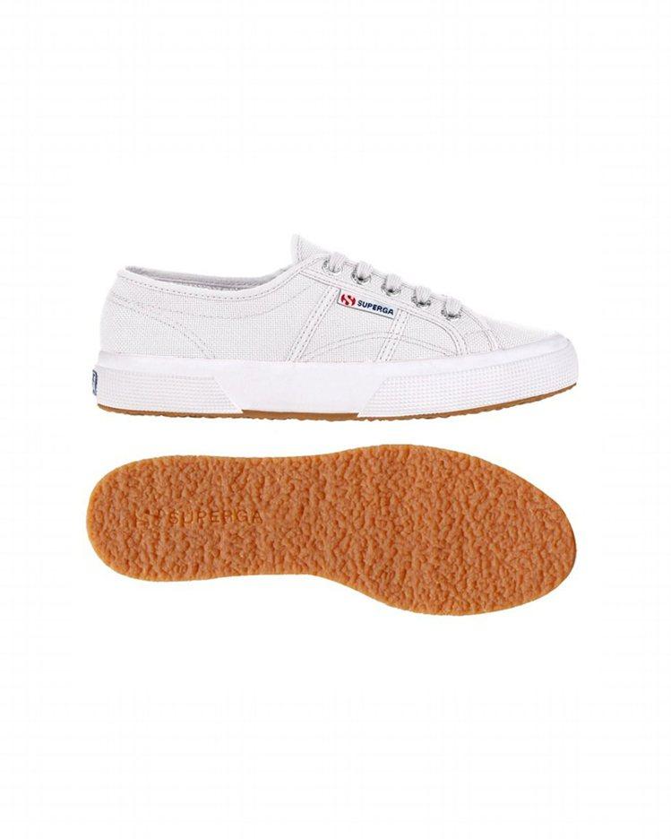 Superga經典2750系列帆布鞋,約1,880元。圖/嵥傑國際提供