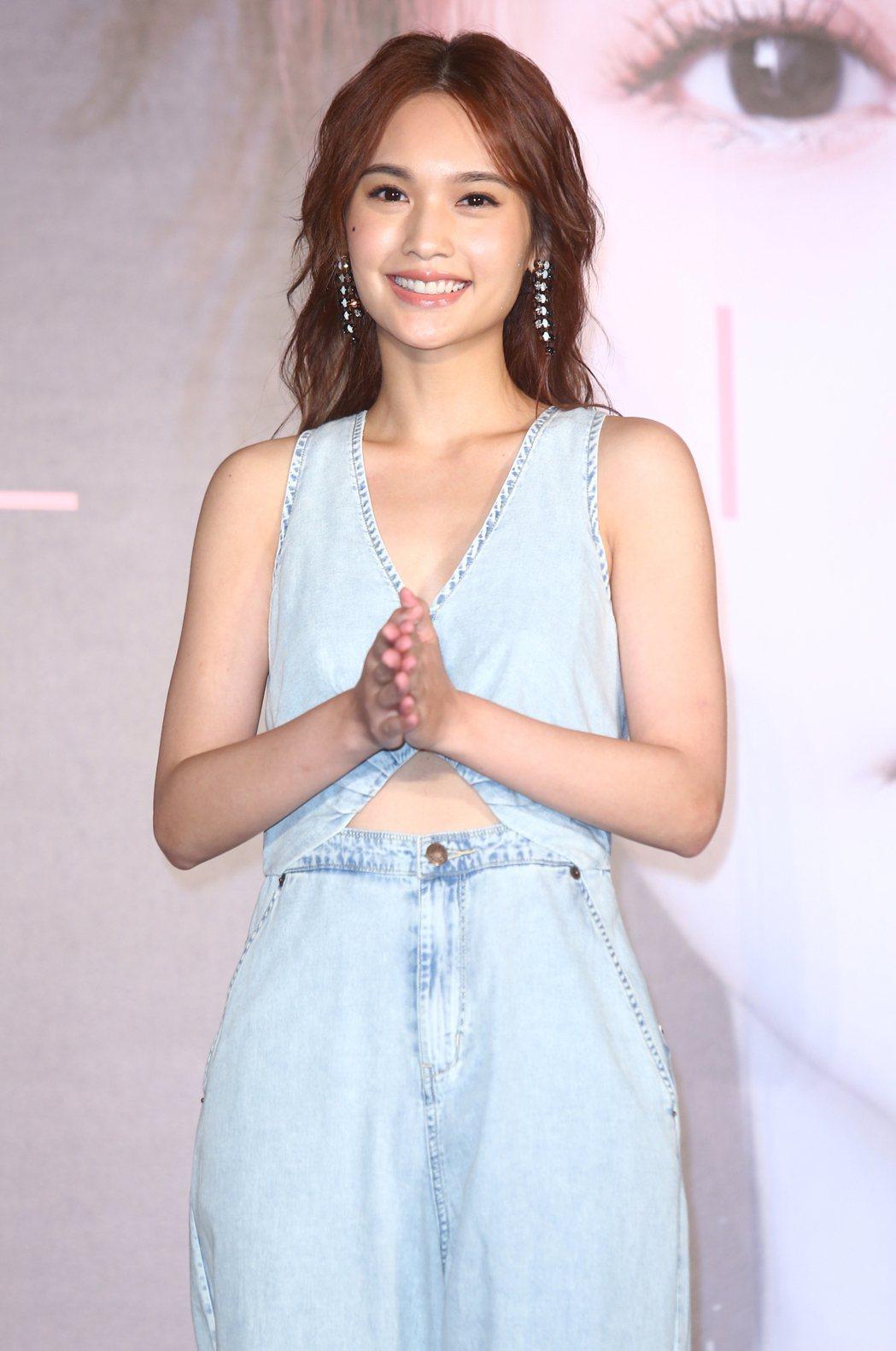 楊丞琳將舉辦世界巡迴演唱會,這次演唱會為主題是「青春住了誰」,楊丞琳說這次要好好...