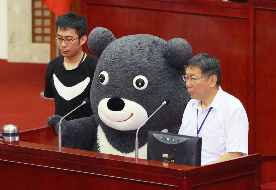 台北市長柯文哲(右)。記者黃義書/攝影