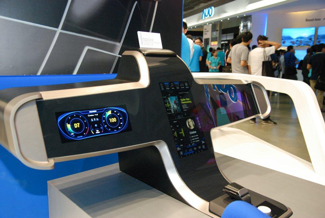 這具由康寧與和碩科技共同開發的概念中控台相當吸睛,且整體顯色與觸控操作相當靈敏。...
