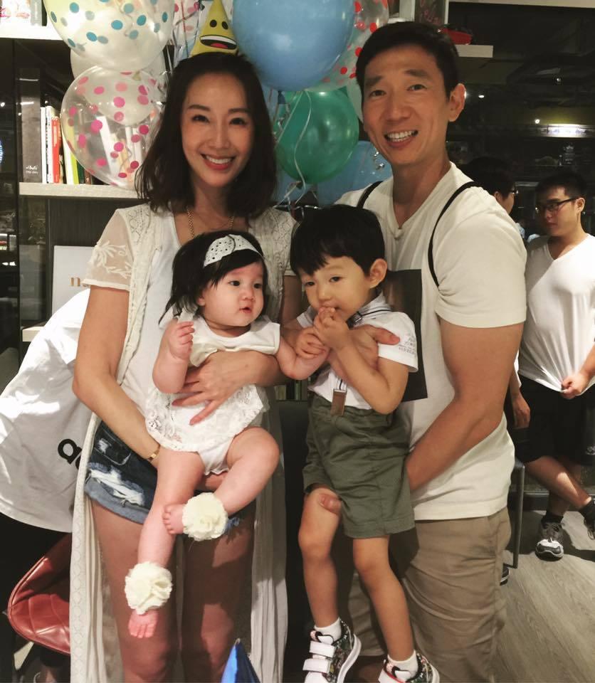 隋棠(左)一家四口。圖/摘自臉書